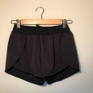 Black Lulu running shorts 🌸